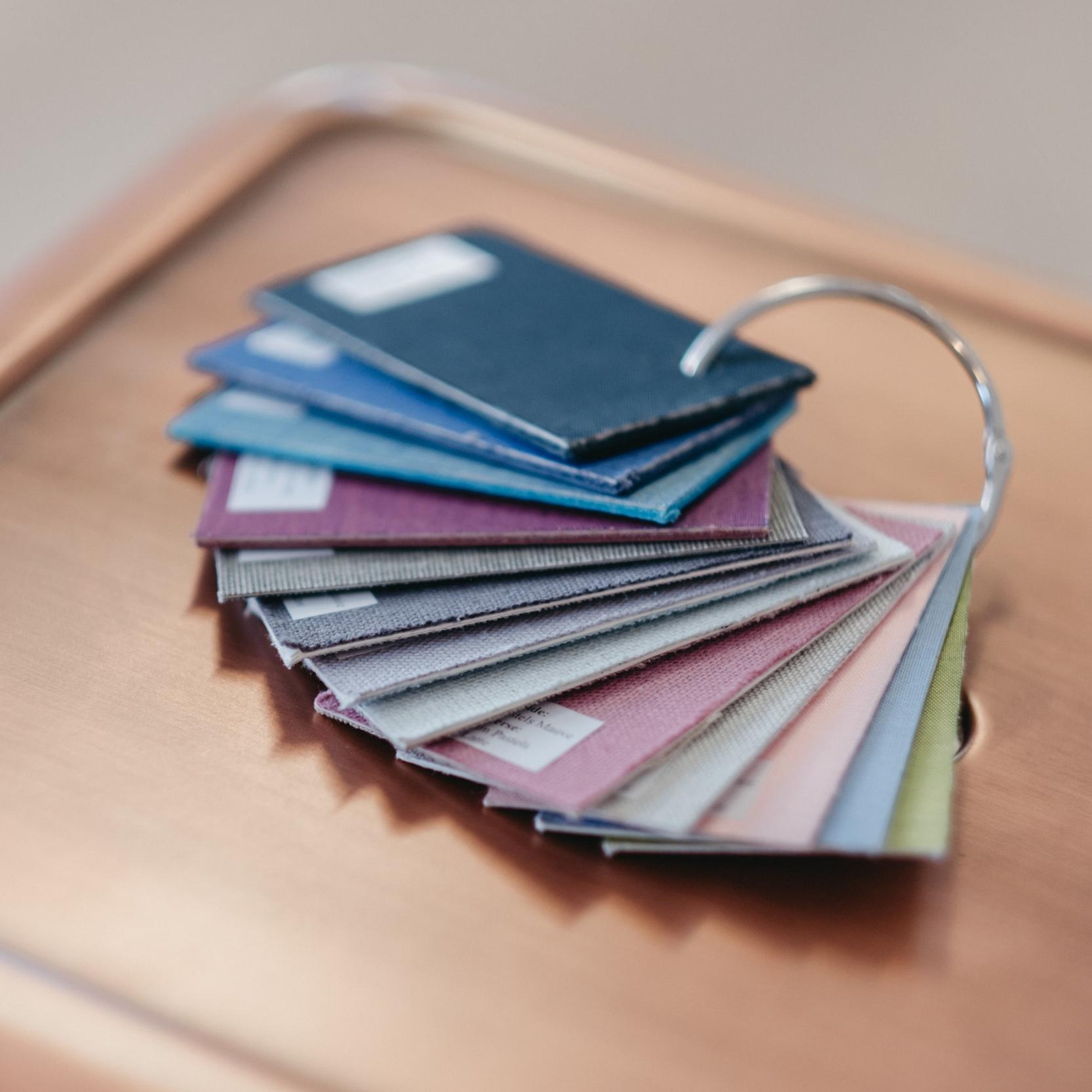 Alla våra album har linneomslag och ni kan välja på en hel del olika färger. Vi är säkra på att ni kommer hitta er favorit.