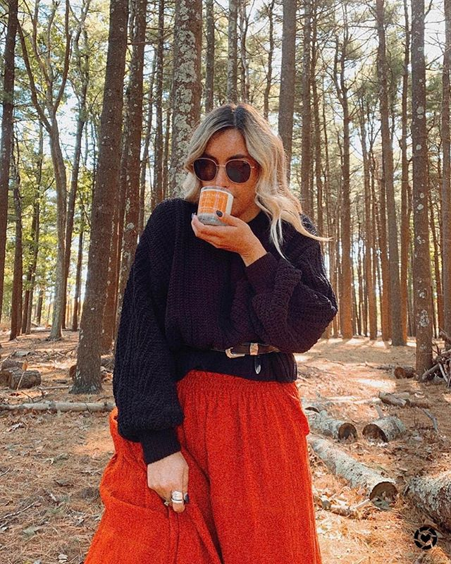 Fresh air & clean burning 💯Soy Candles 🧡 @classicallycait  Our Fall Collection will have you daydreaming of Autumn, sun drenched days on Long Island.