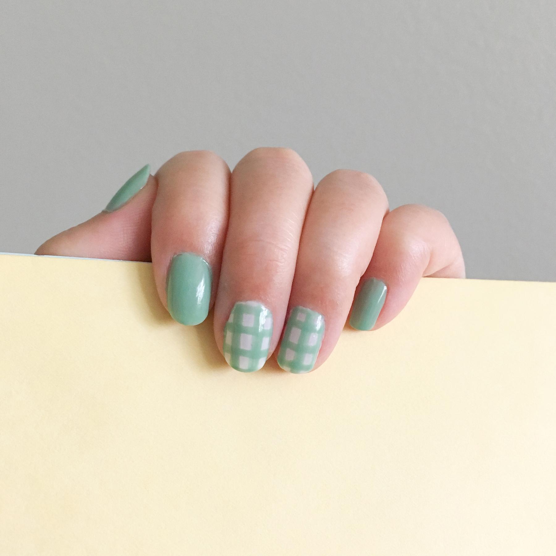 White: China Glaze 622 Moonlight / Green: Essie 752 Turquoise & Caicos