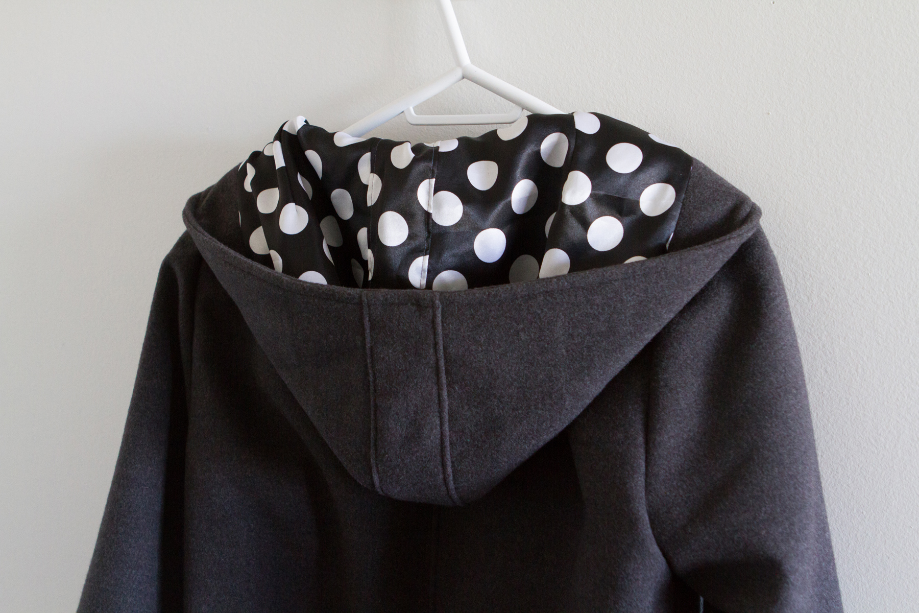 The hood has the polka dot lining too!