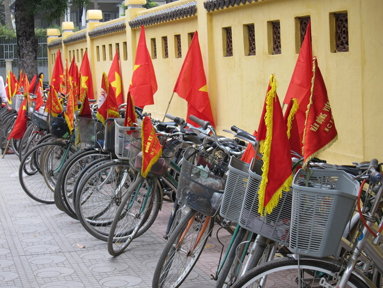 1.1260341635.army-bikes-complete-with-flags.jpg