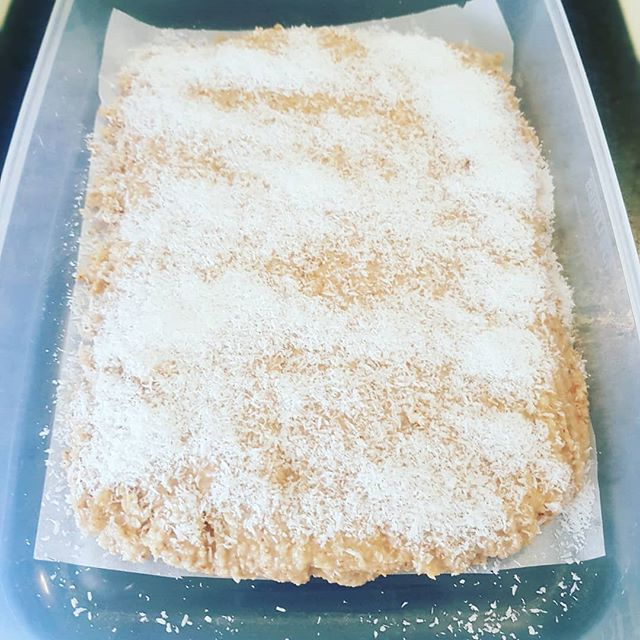School holidays is the perfect time for #batchcooking! This is the amazing Nut Butter Squares from @thewholefoodmixer  I did 2 x batches.. one for now and froze one for next week! #moderndoula #perthbirthdoula #perthpostpartumdoula