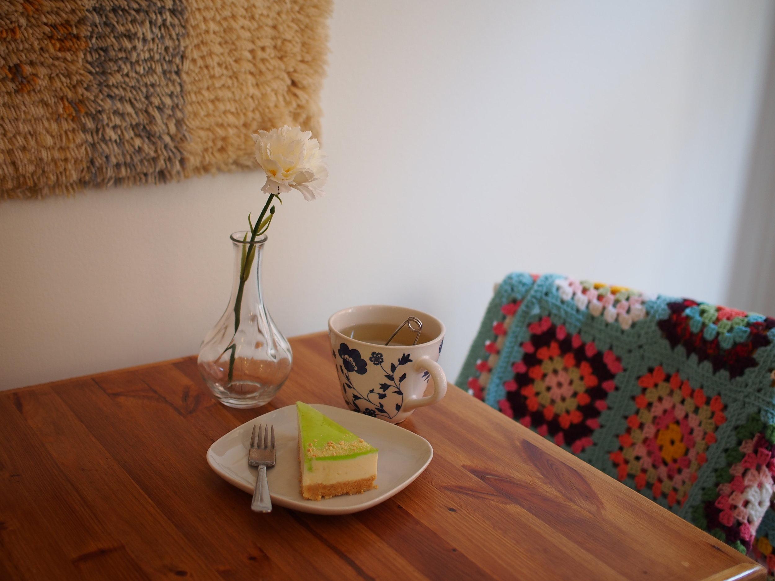 HYKKE - Teetä ja juustokakkua.JPG
