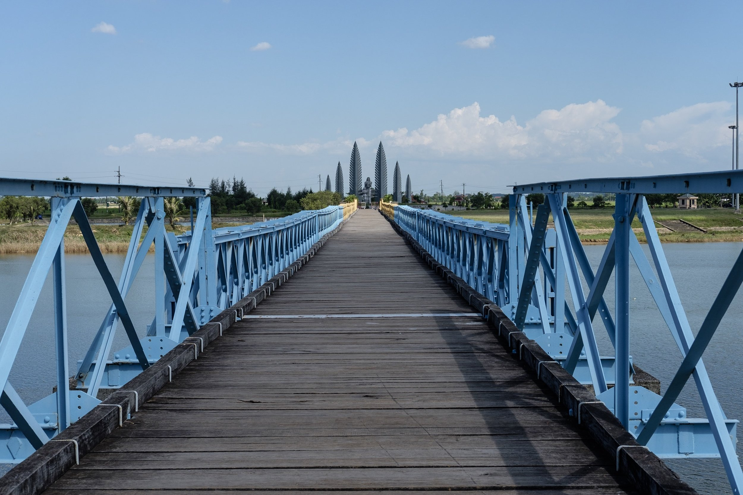 D: Hien Luong bridge, the northern blue and southern yellow parts symbolizing a mutual desire for reunification.