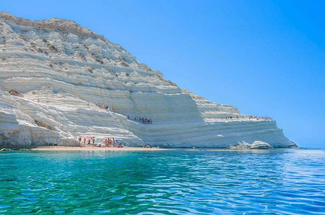 Dreaaamming of Scala dei Turchi in Sicily, find out more in our #irisletter this month! Link in bio 🐬🐟🐠🐋🐳