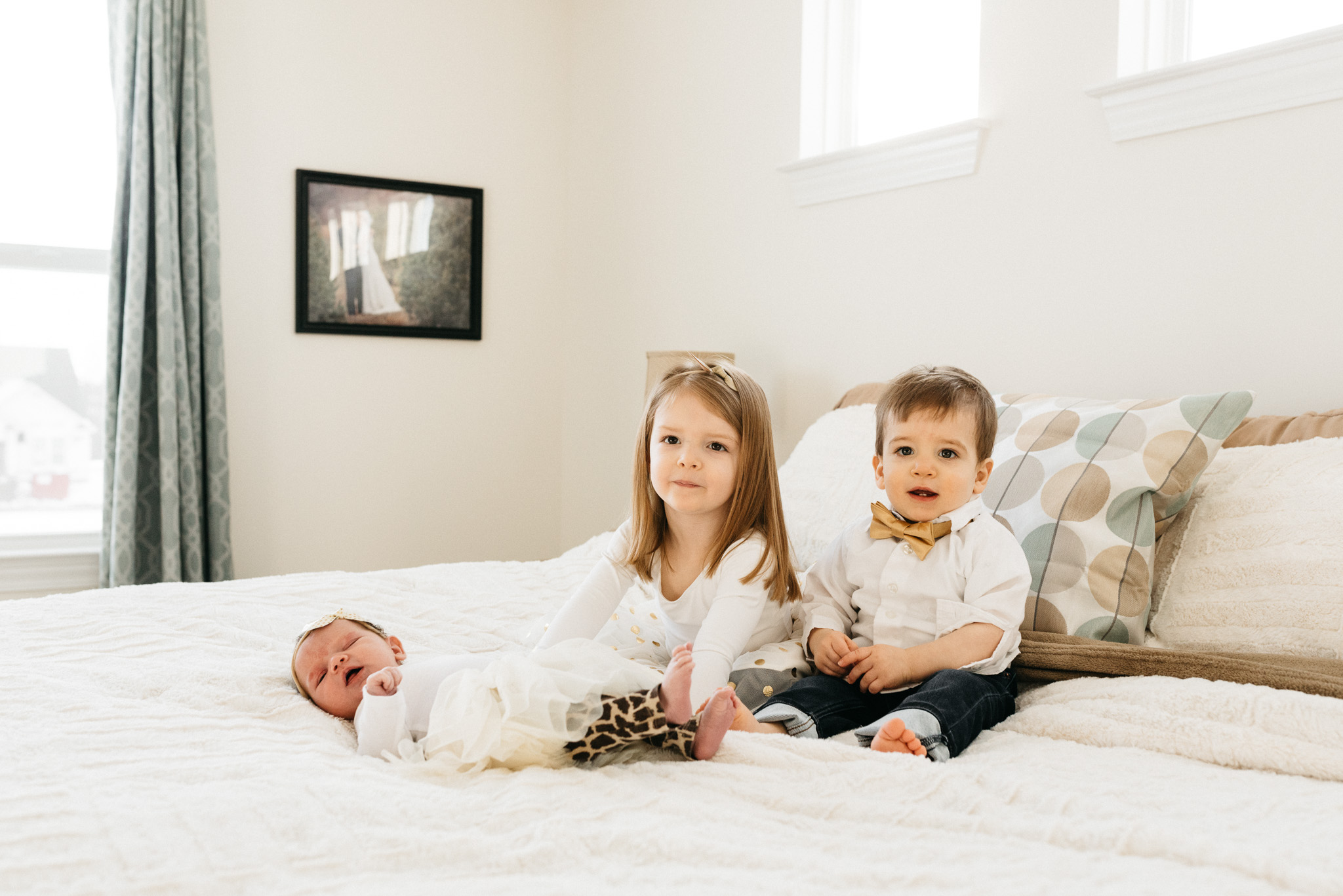 siblings-with-new-baby-sister-Columbus-Ohio-Photographer-Erika-Venci-Photography