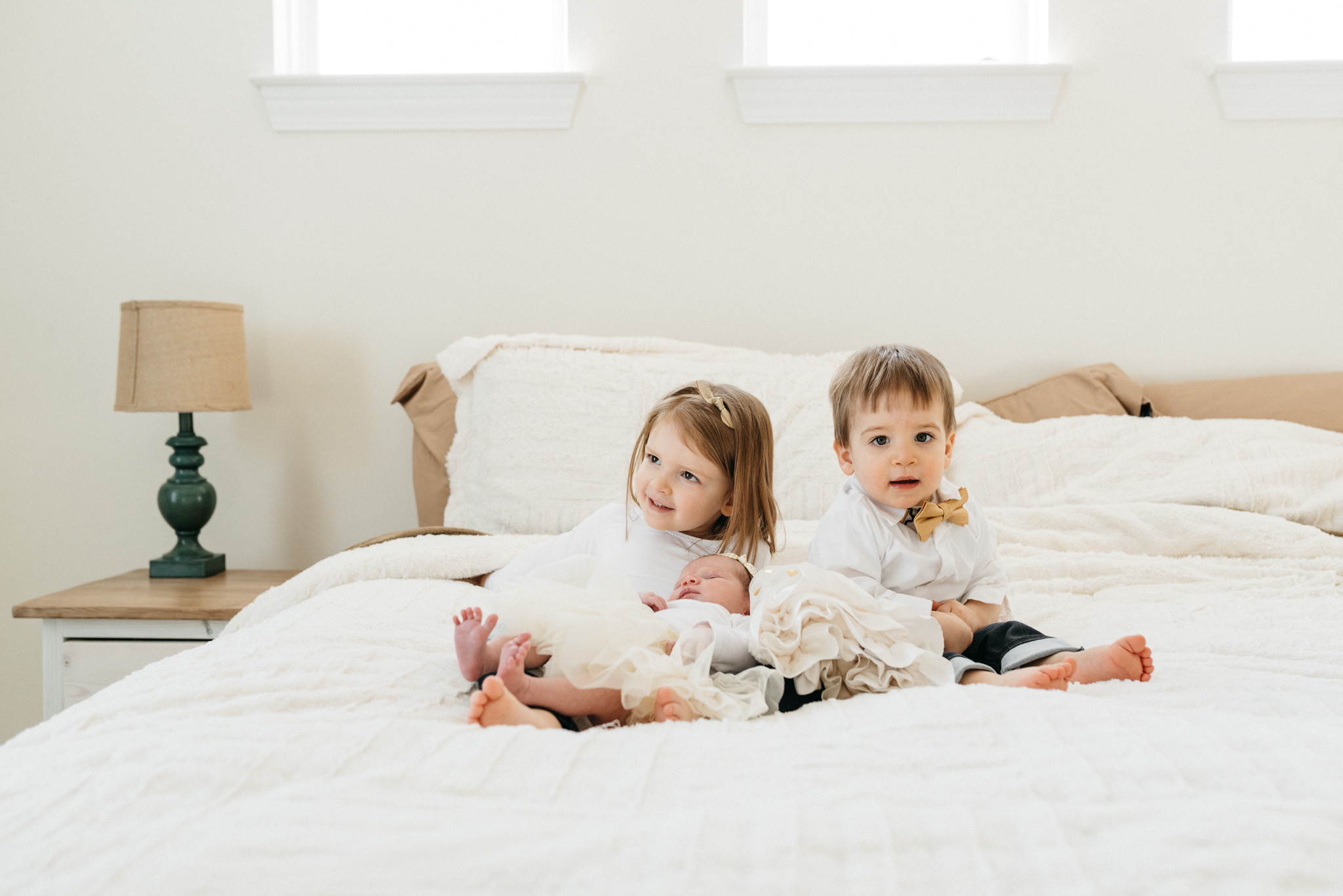 siblings-and-new-baby-sister-Columbus-Ohio-Photographer-Erika-Venci-Photography