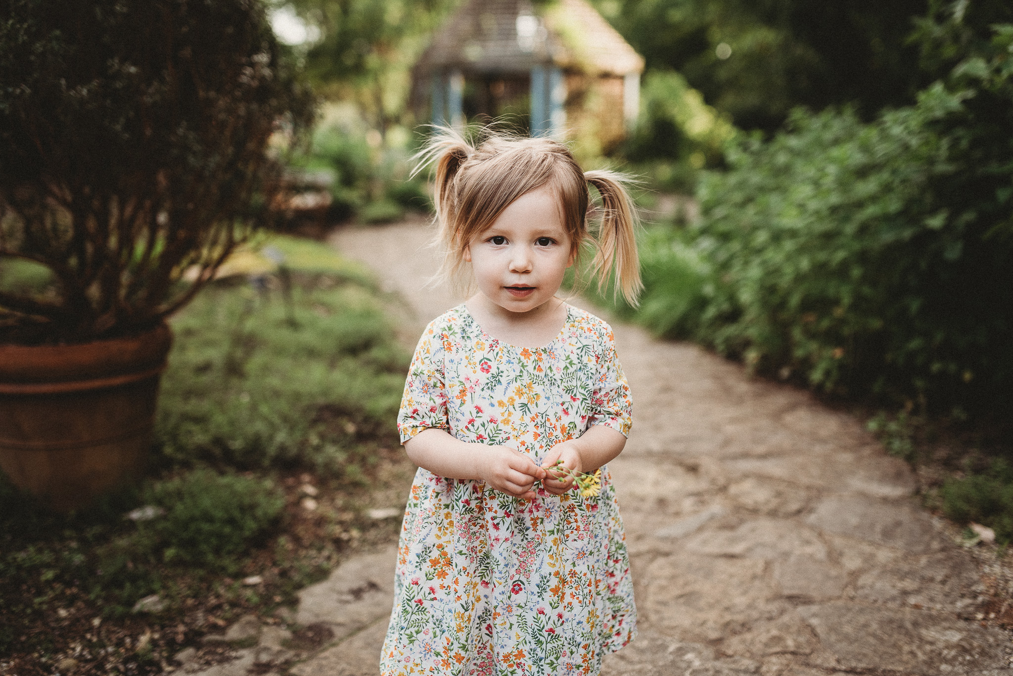 Outdoor-Lifestyle-Newborn-Photos-Inniswood-Botanical-Garden