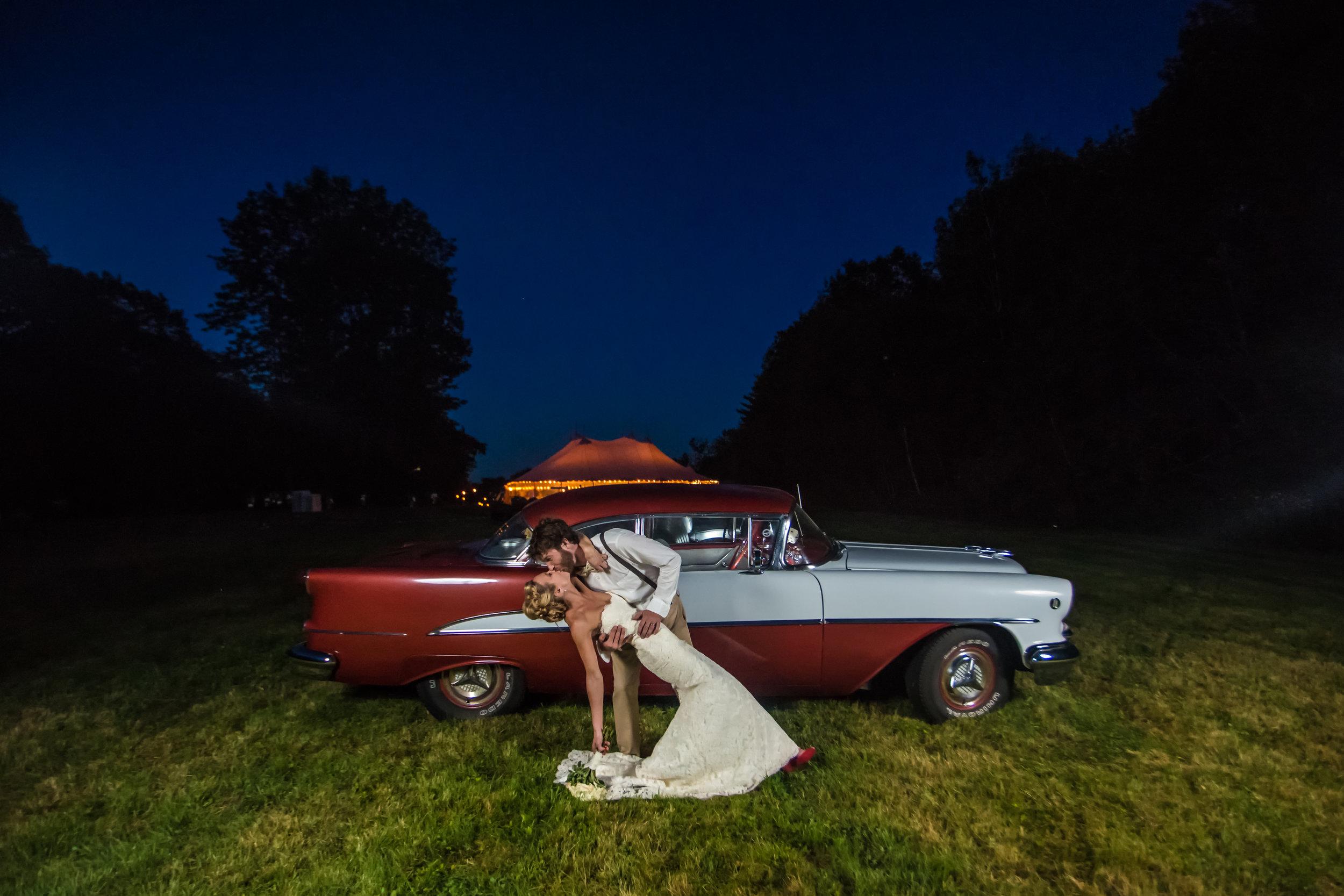 kiss wedding car night .jpg