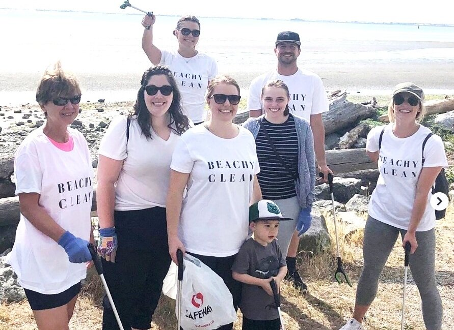 A Sealuxe beach clean-up crew in pre-pandemic times.