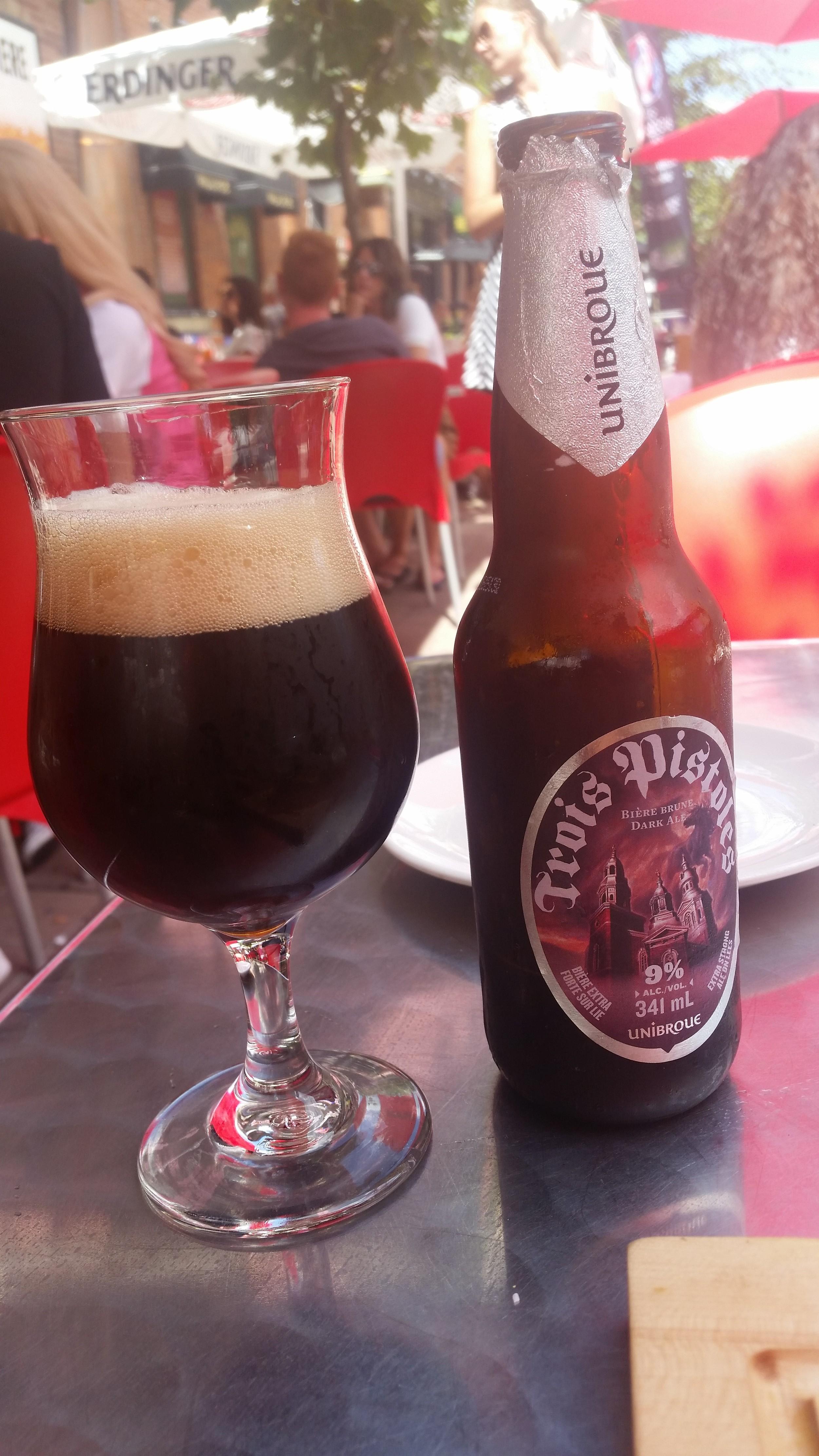 Alkol %9, Belçika usulü koyu Ale. Trois Pistoles çok çok lezzetli, ancak 34 derecede içilecek bir bira değil. serinletmiyor, ESMİYOR çünkü
