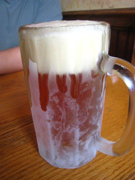 Sakın böyle bir bardakta servis yapmayın, güzel gözükse de biraya hakaret olur
