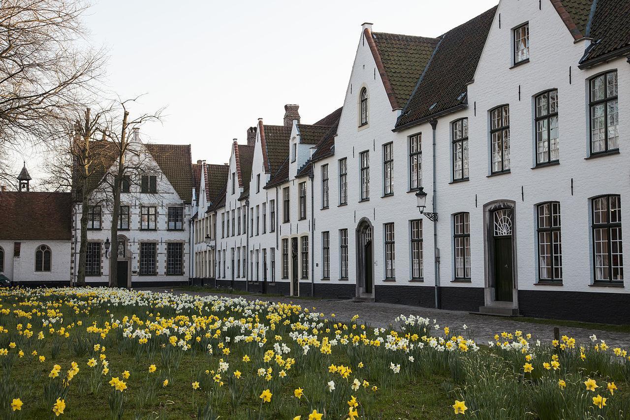 Beguinage adı verilen yerleşimlere Brugges'den bir örnek