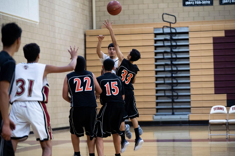 20181211_BasketballBoysFR_CCHS_012.jpg