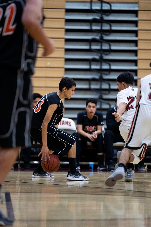 20181211_BasketballBoysFR_CCHS_024.jpg