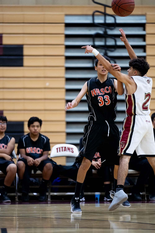 20181211_BasketballBoysFR_CCHS_026.jpg