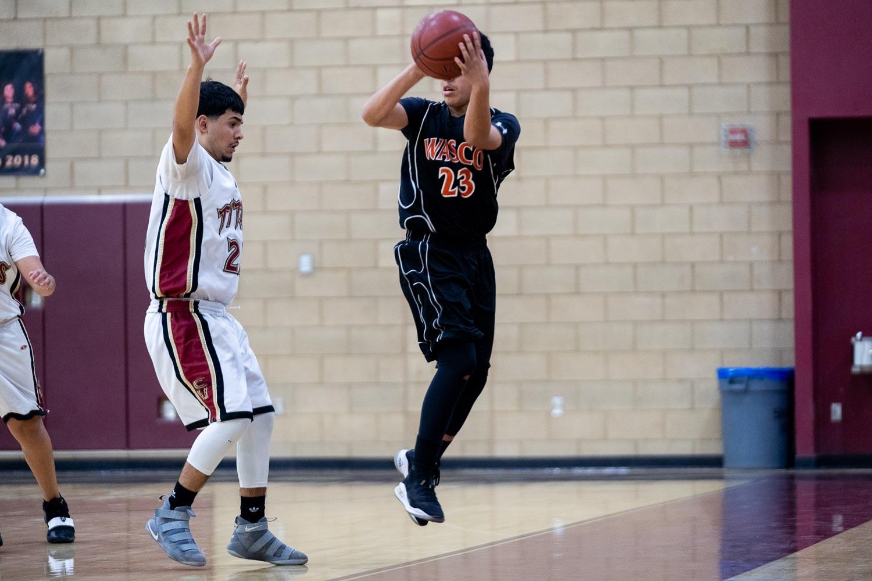 20181211_BasketballBoysFR_CCHS_030.jpg