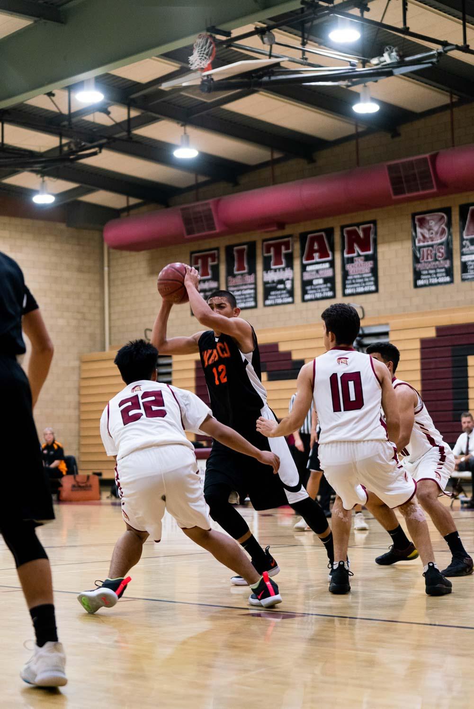 20181211_BasketballBoysVAR_CCHS_040.jpg