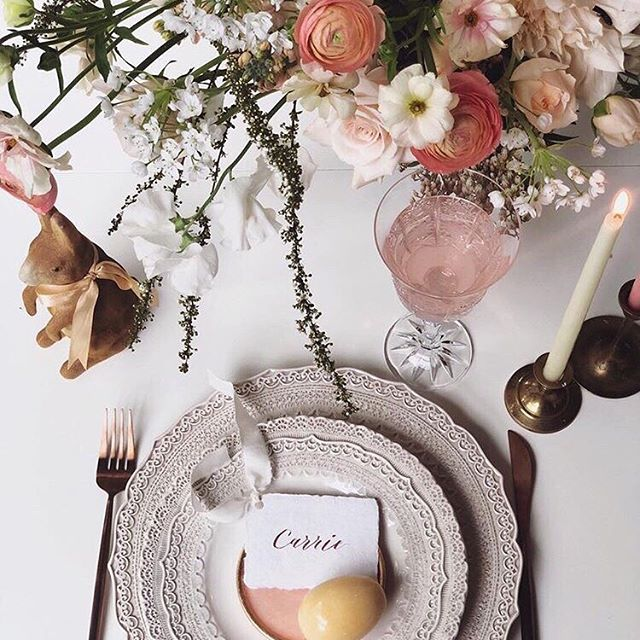 Loving this beautiful Easter table setting by @odetojoyflowers. How gorgeous! Hope you have a wonderful Easter with family and friends! 🐇🐣