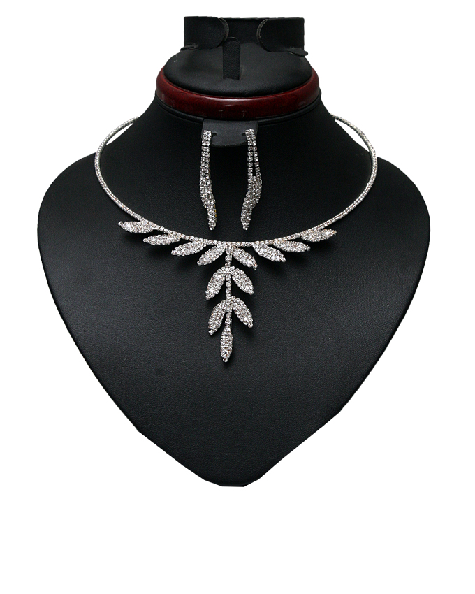 florat necklace and earring set - silver   n4,000