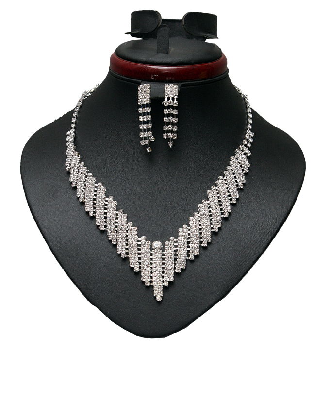 connaught studded necklace and earring set   n9,000