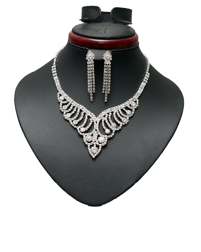 razzle necklace and earring set - 2 piece   n7,500