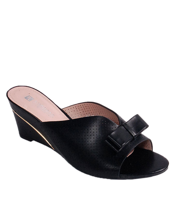 S A L E    perforated slipper with bow - black   uk 7 / 41   WAS  n24,000  NOW  N19,000