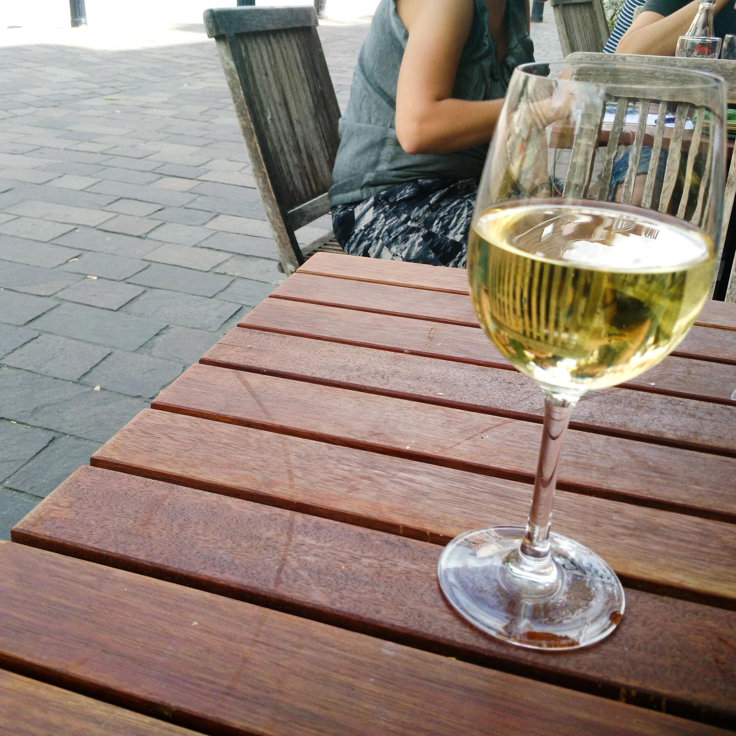 expat, belgium, expat life, Gent, afternoon wine, wine, chardonnay
