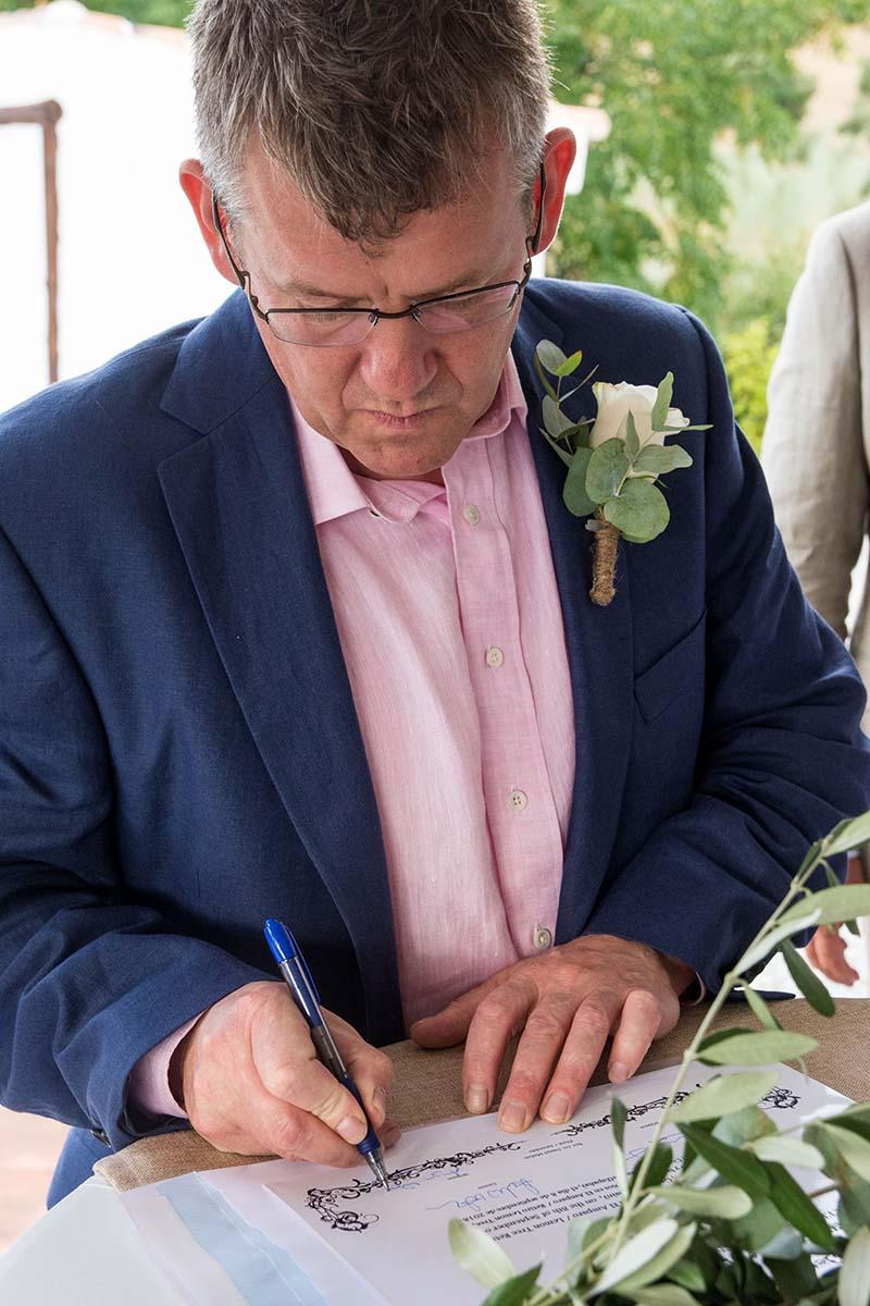 Angus signing