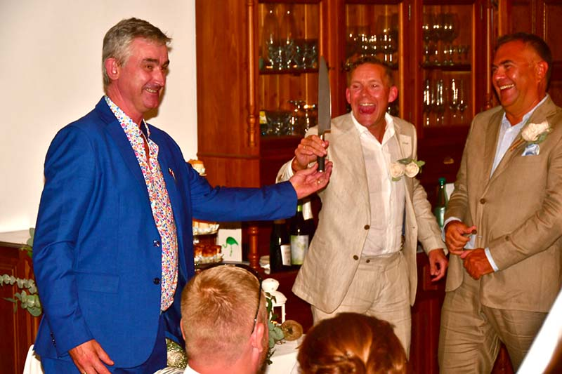 Brian, master of ceremonies, handing over the knife   ©️ Ant Cornish