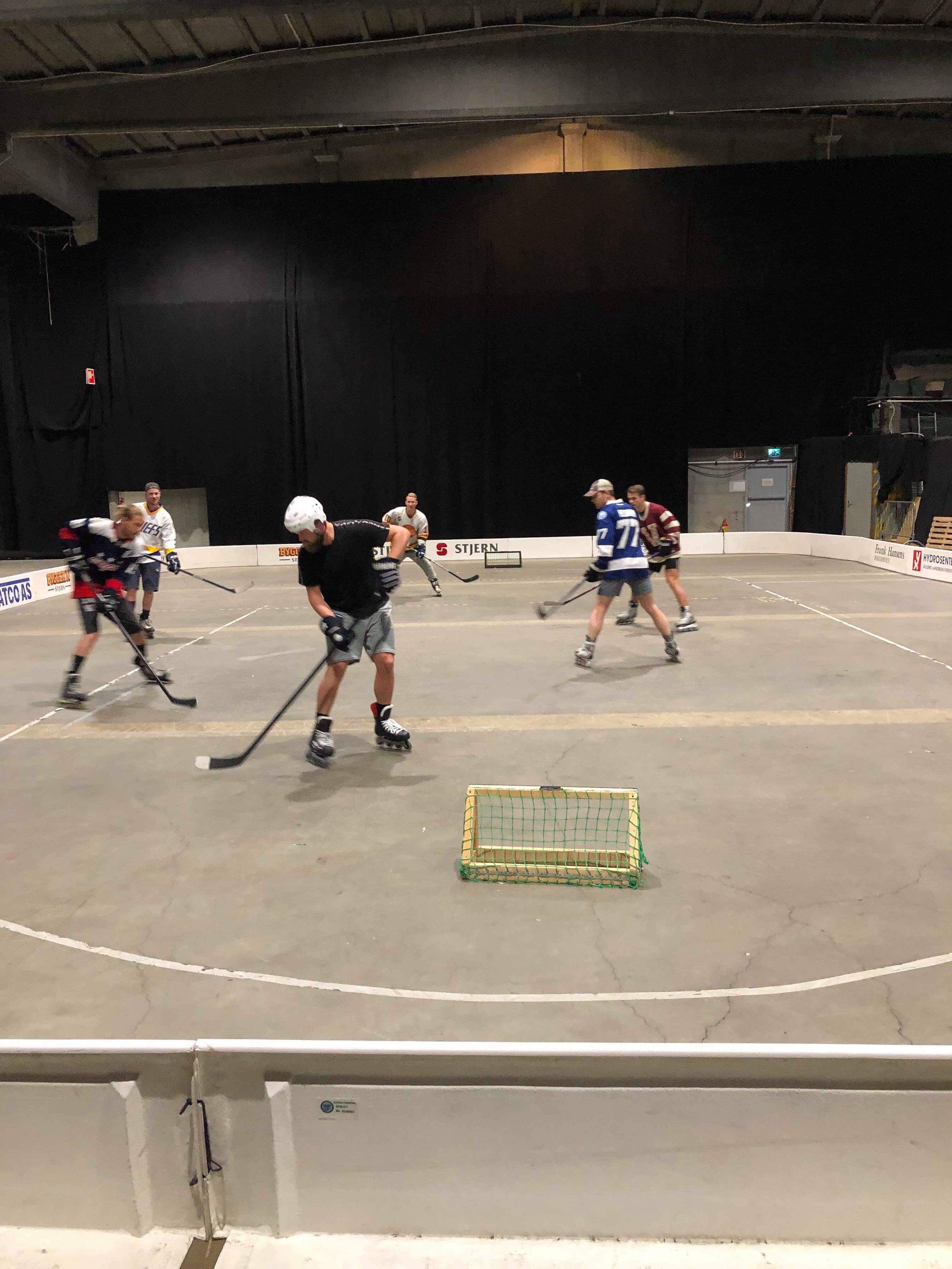 Streethockey -> kontakt på  mail: