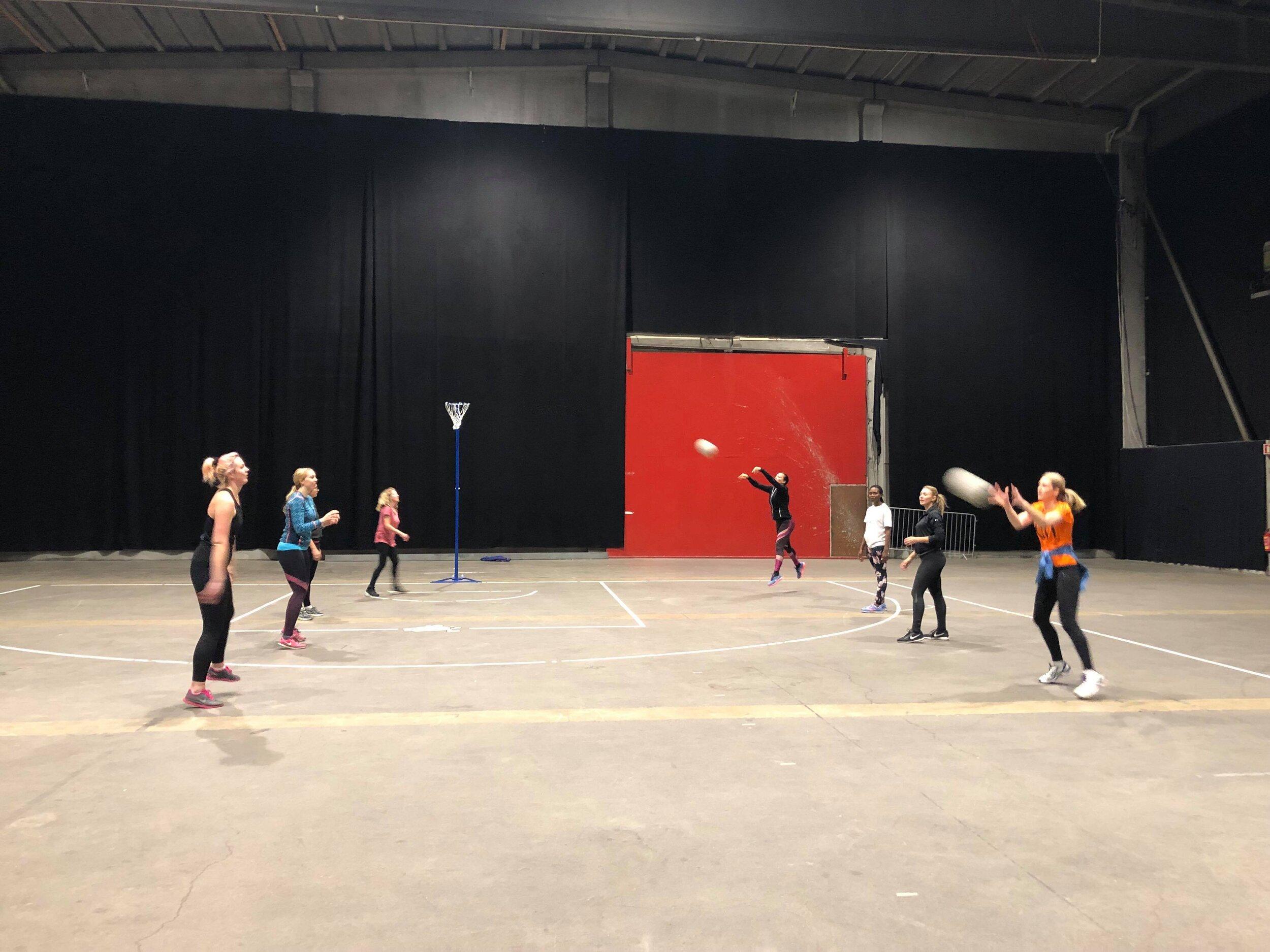 Oslo Netball Club ->  Facebook gruppe her