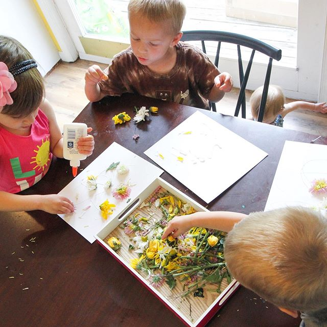 Remember that flower cutting tray we did? We used those flowers to make an easy art project! #booksatplaysummercamp