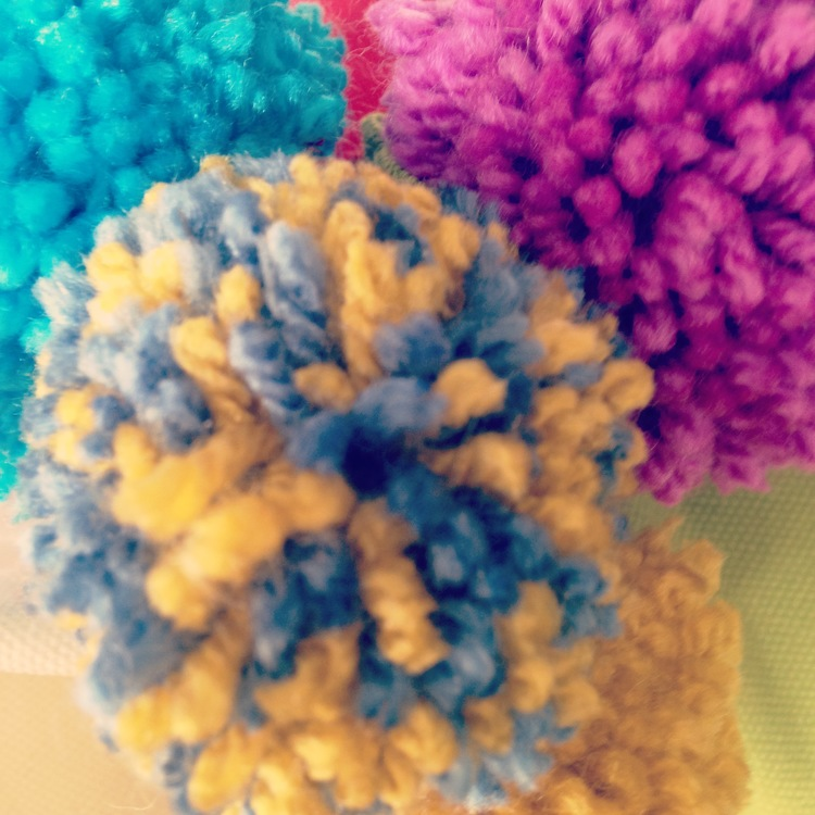 POM POM CUSHION WORKSHOP   -