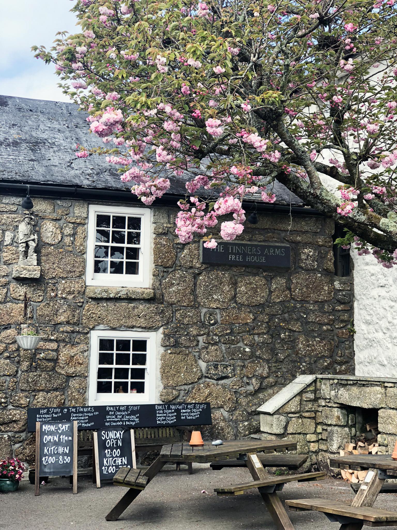 tinners-arms-beautiful-700-year-old-pub-cornwall.jpg