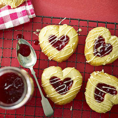 Jammy Heart Biscuits - Cook & Bakeware