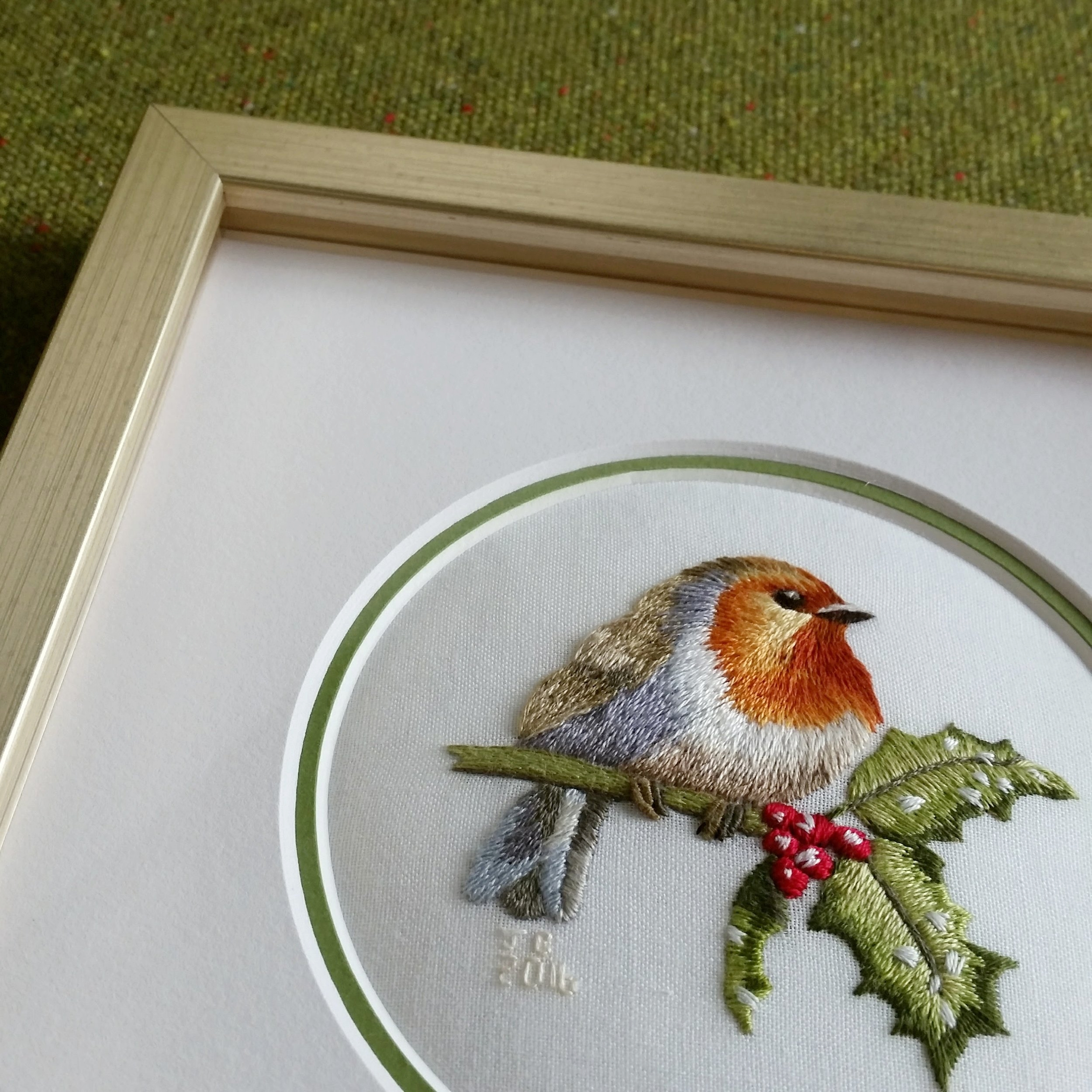 Embroidery with double round matboard