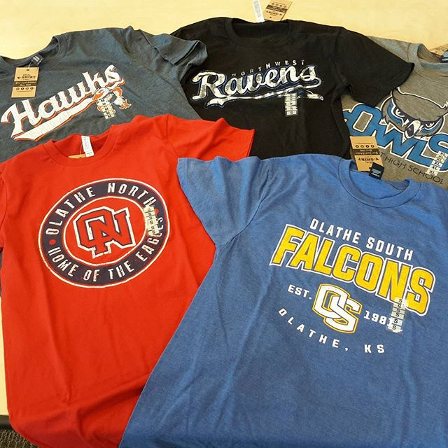 Oh yes! It's Friday! We have got you covered with your soon to be favorite tshirt for this fabulous weather tonight for Friday Night Lights! #tshirtweather #football #olathe #oehawks #oneagles #onwravens #osfalcons #owowls  #Fridaynightlights we are open 9-5 today!