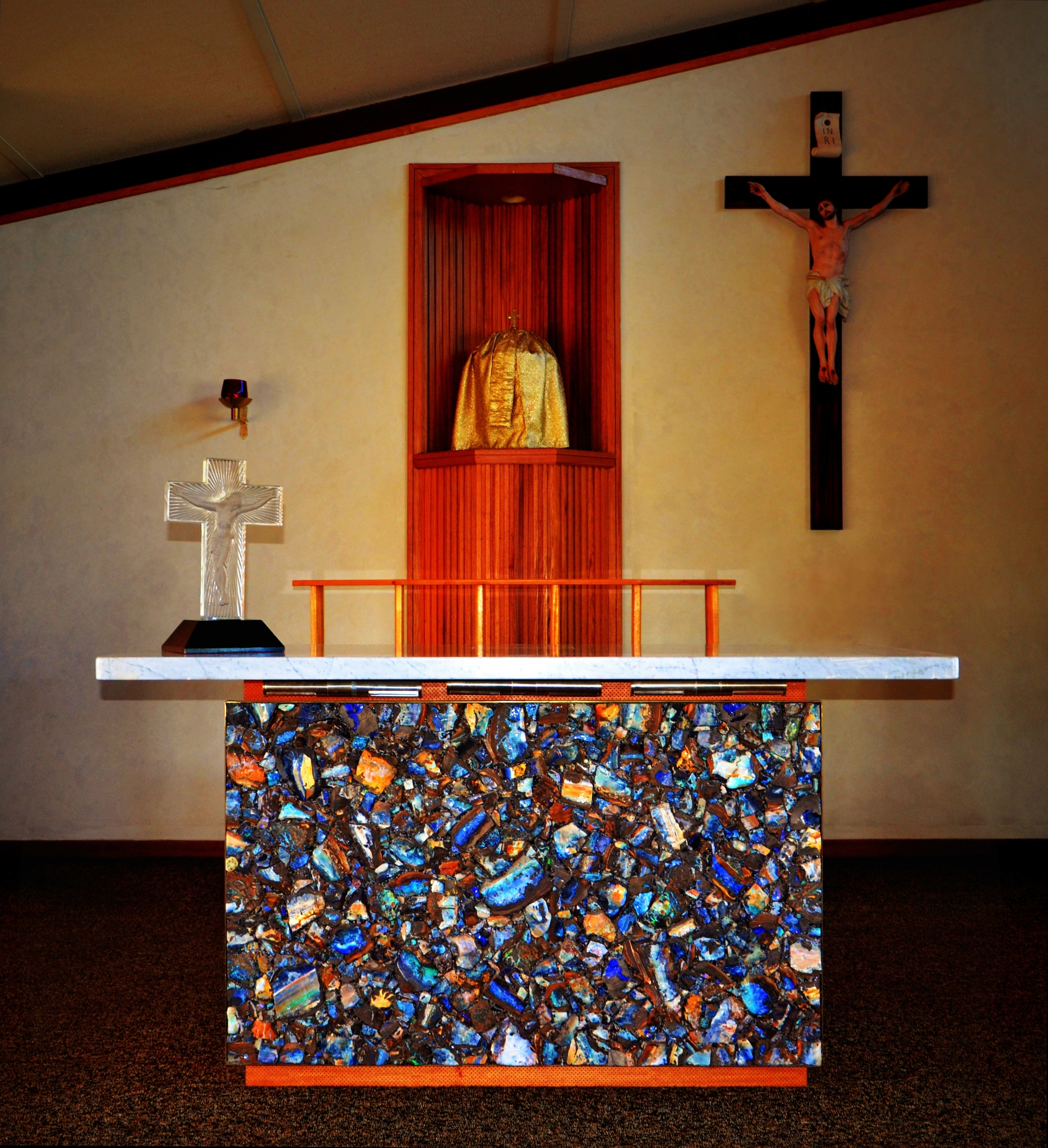 Opal Altar Quilpie 2.jpg