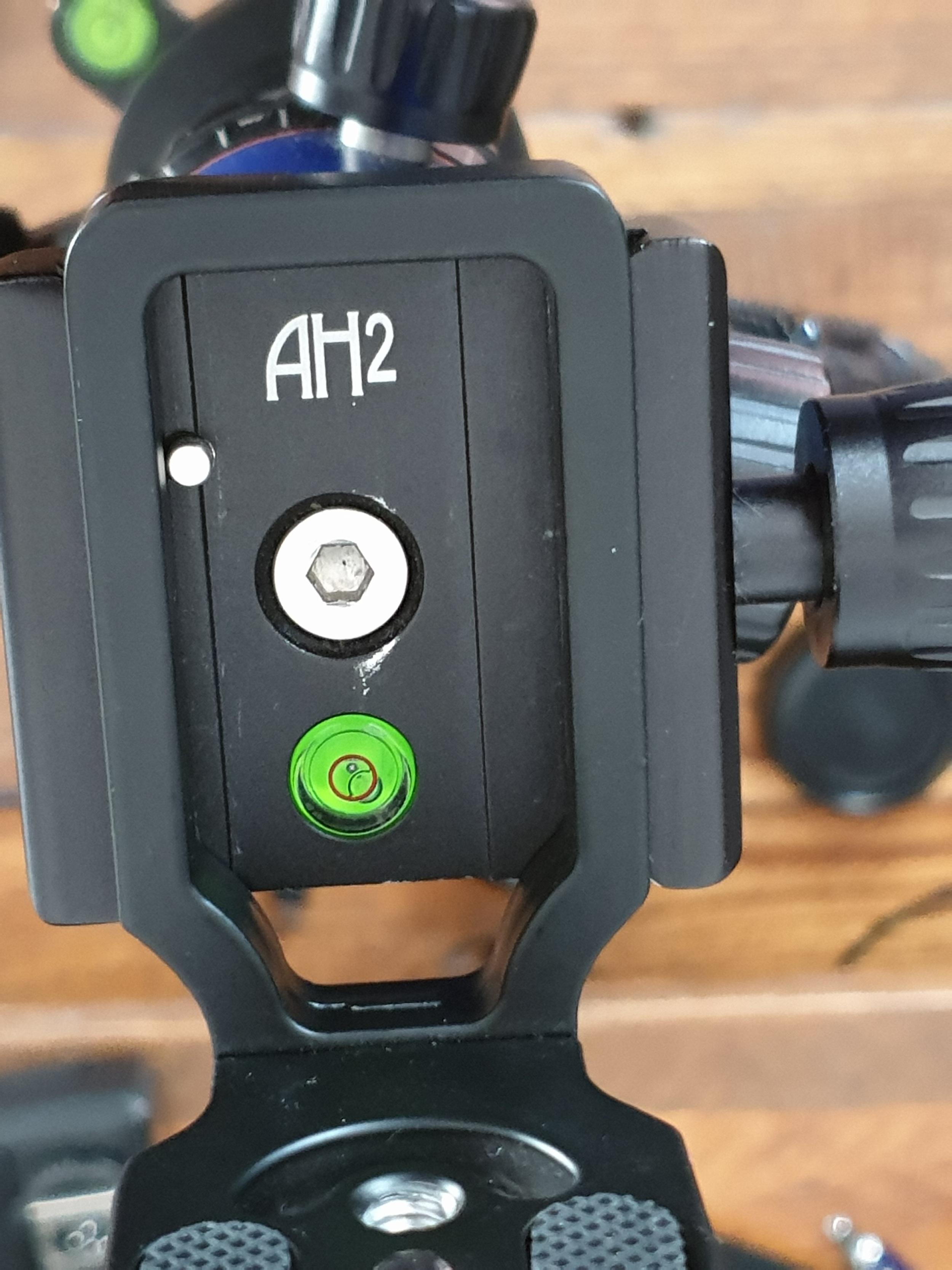 Andoer L bracket on 3LT tripod AH2 ball head with pin popping through