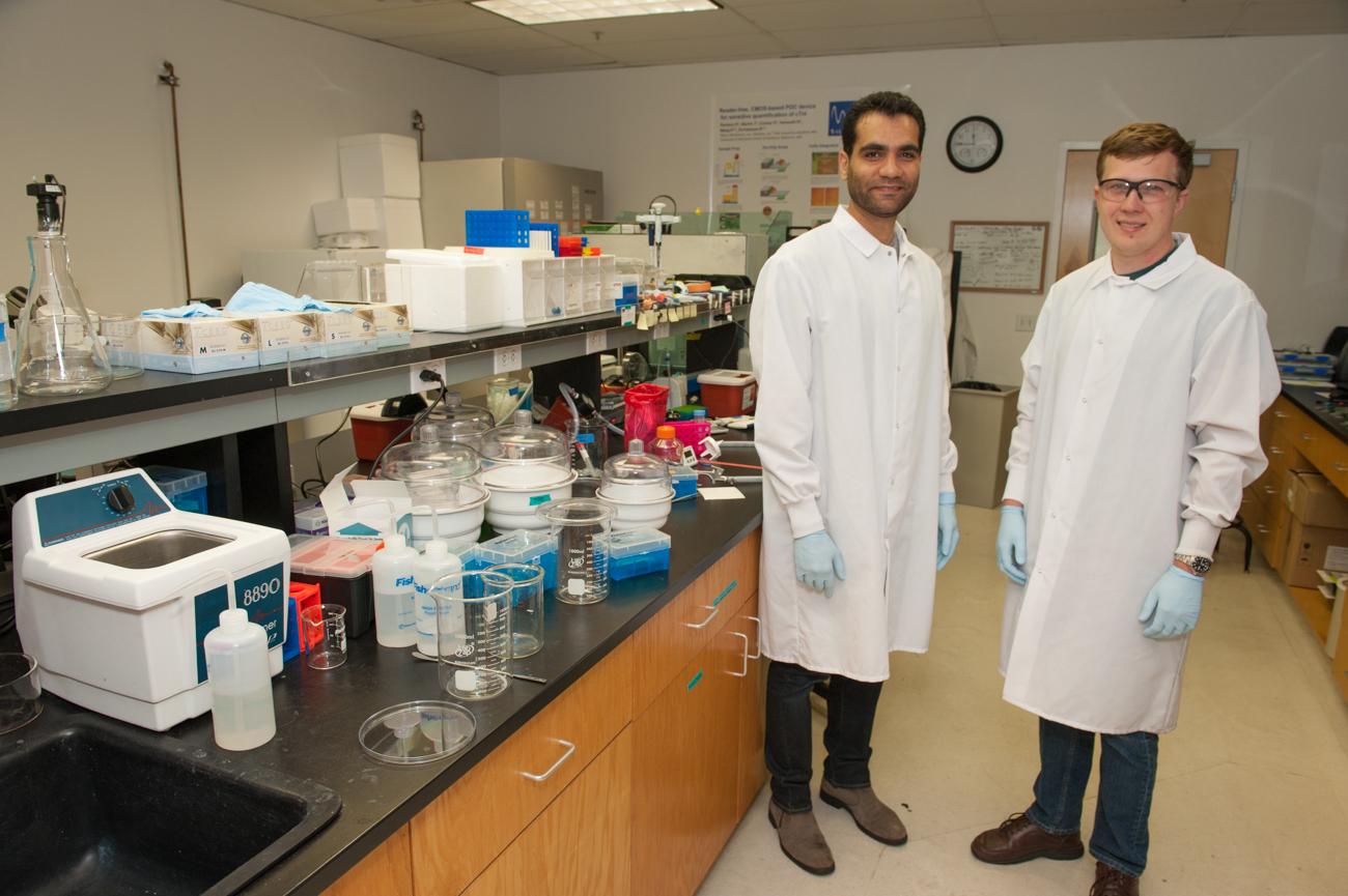 Scientists at lab-0521.jpg