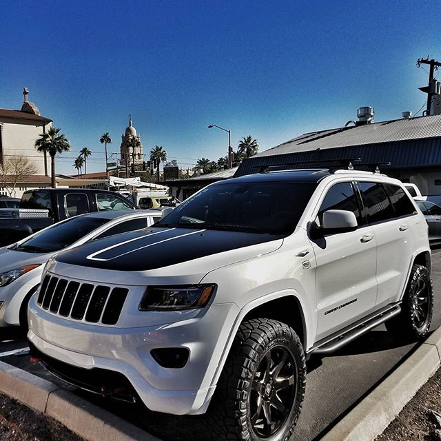 4inch lift sure looks good #stormtrooper #wk #wk2 #wk2project #chiefproducts #rippsupercharged #jeepofficial #jeepgarage #jeepgrandcherokee #grandcherokee  #grandteam #liftedjeep #superchargeallthejeeps #liftedwk2 #liftedtrucks #arizona #offroad #liftedminivan #mallcrawler