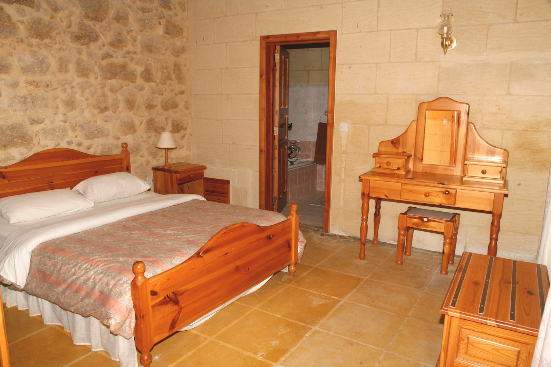 Master bedroom with en-suite shower