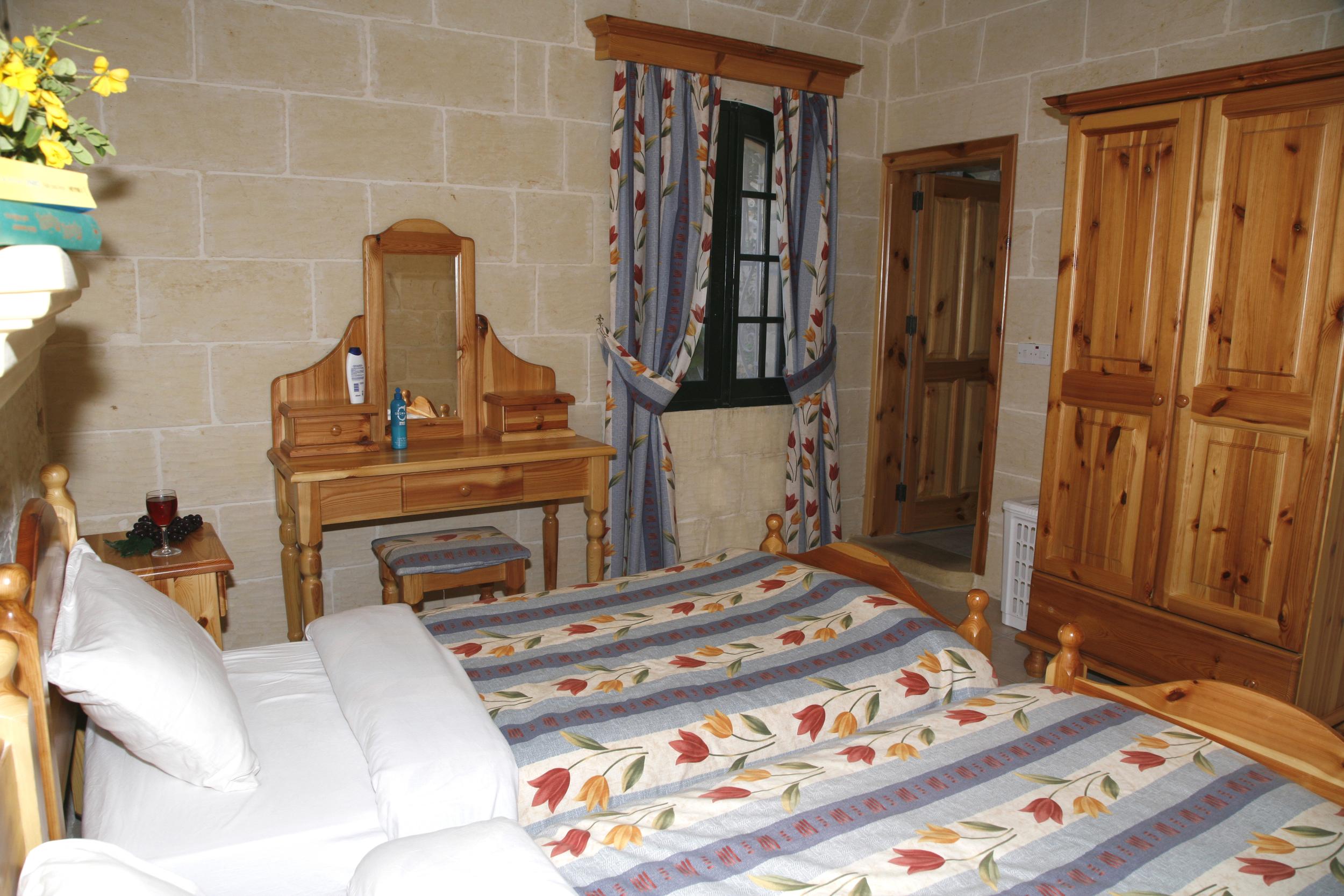 3rd single bedroom with en-suite shower