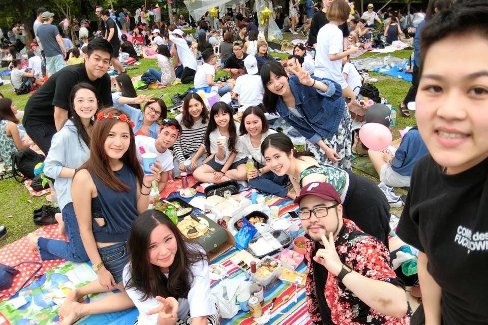 第一次在台灣的野餐,無限食物、飲料(酒精)、人潮與新朋友。 2016/04/24