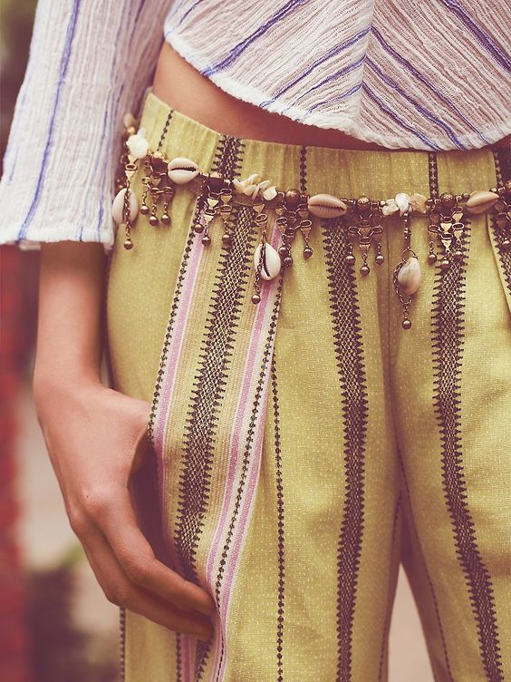 Design Inspiration – statement belt with seashell element for summer