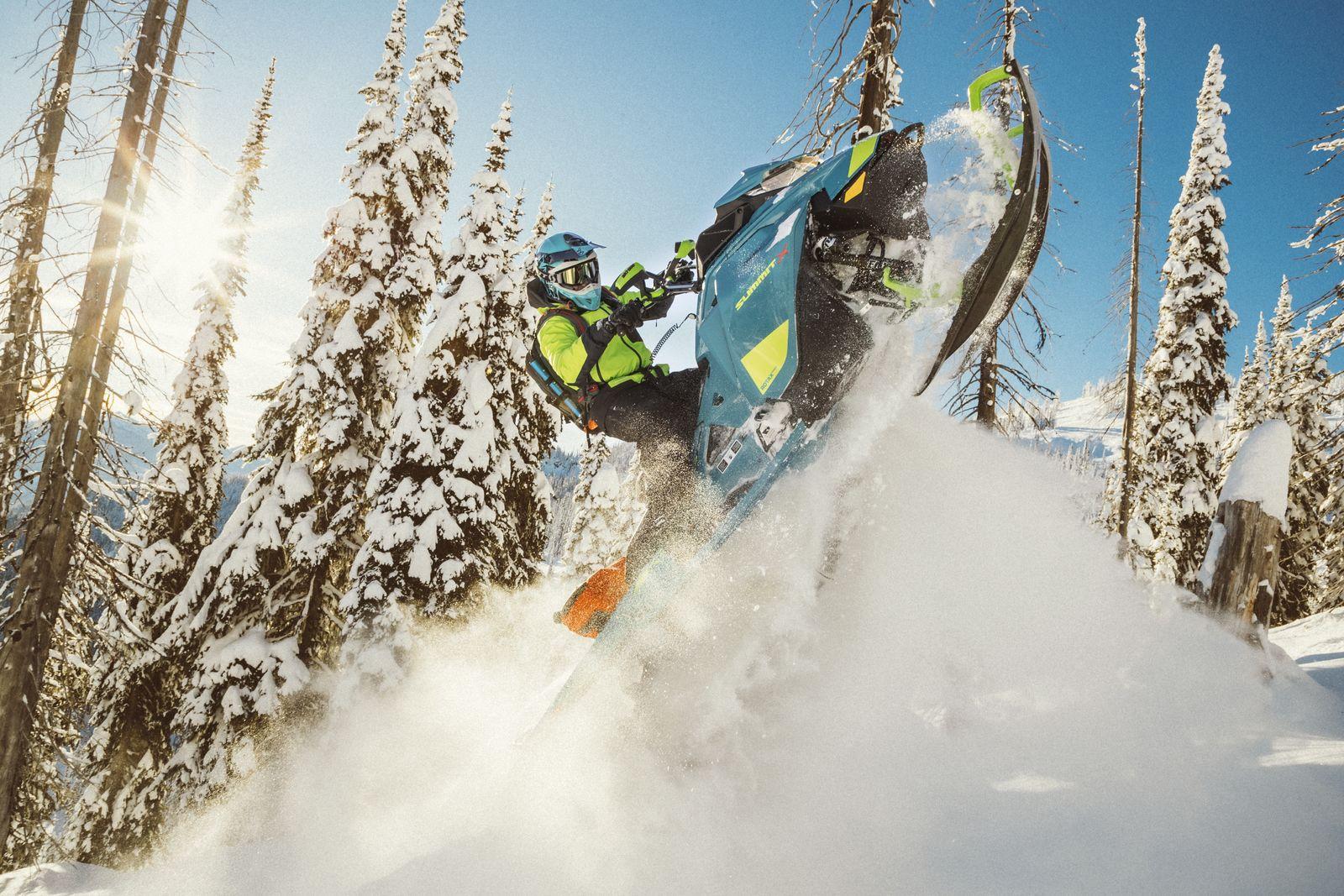 Ski doo 2020_Summit_PAC_Action_MY20_JW_14467_R3_RGB-1600x1600.jpg