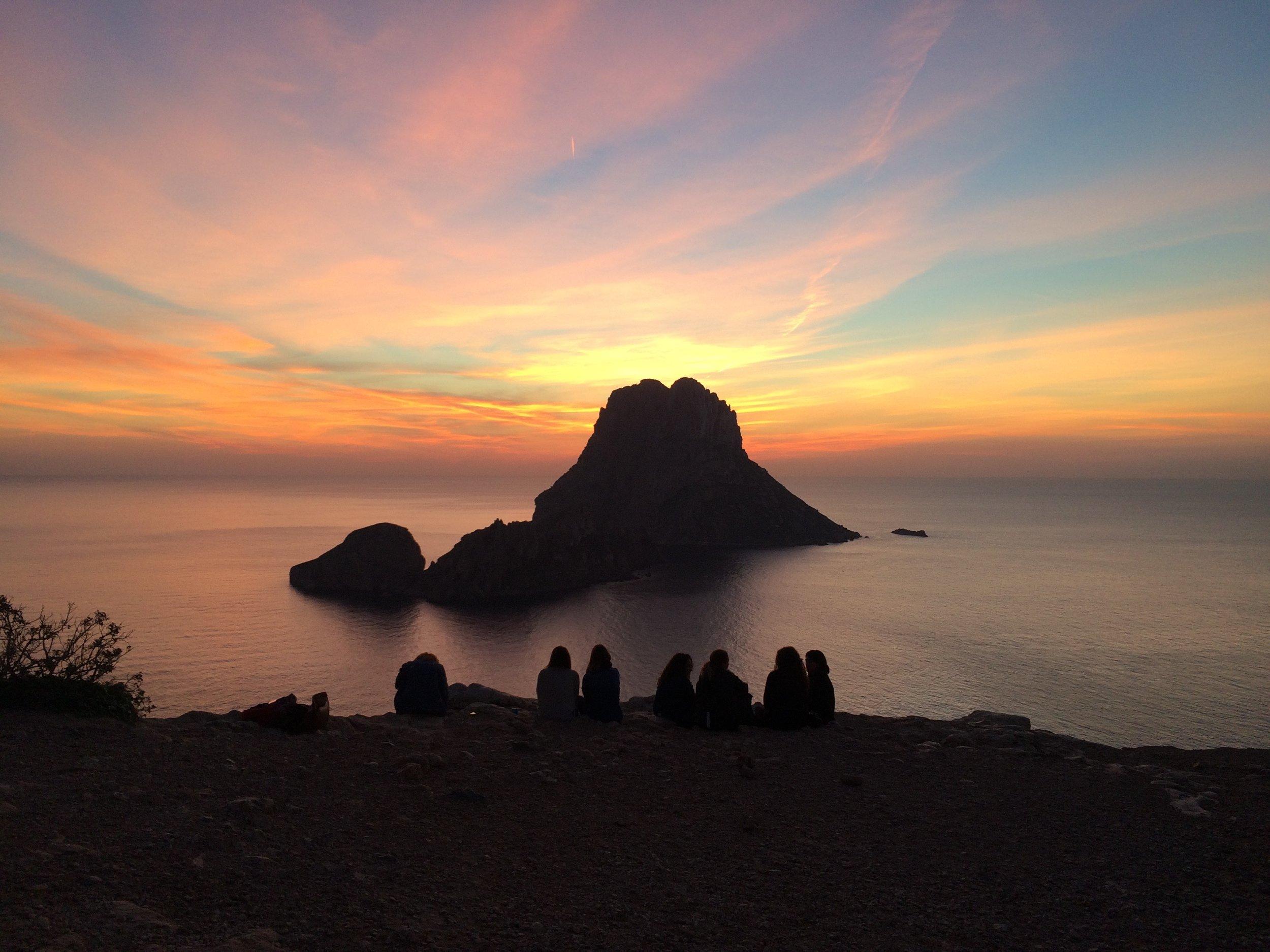 zonsondergang Es Vedra - met mensen.jpg