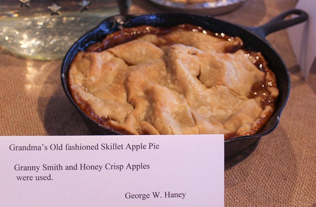 Grandma's Old-fashioned Skillet Apple Pie