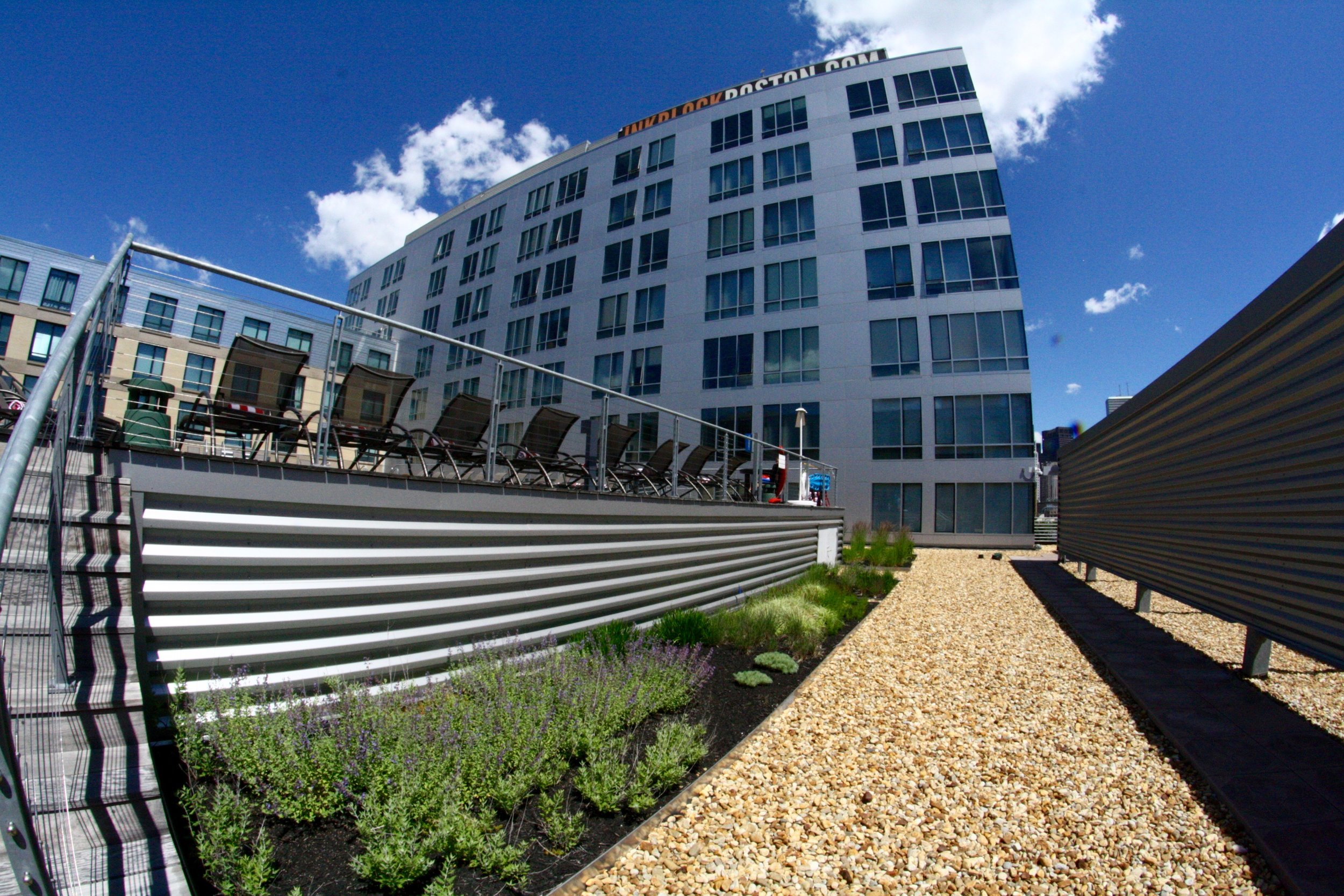 recover-green-roofs-ink-block-roof-lounge-2014-10.jpg